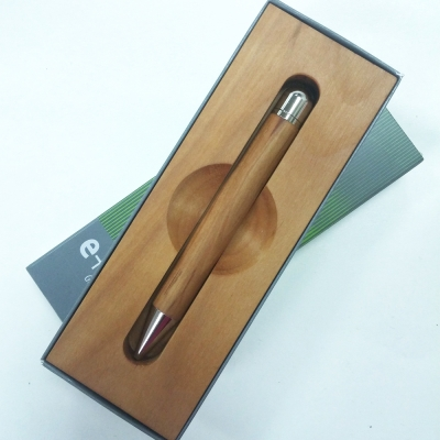 дървена химикалка